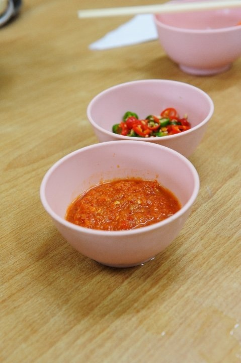 The very-important dipping. I can't live without my chili sauce (Photo credit: Pravich Vutthisombut)